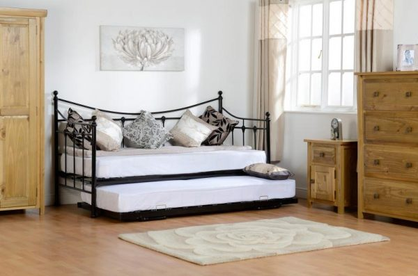 Day bed black, day bed offer metal day bed, Guest bed, barnstaple